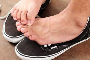 Cách khắc phục giày rộng nhanh chóng bạn hãy tham khảo ngay